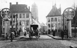 Tournai - Photo Jules Messiaen - La Rue DuPont Et Tour St-Brice Entre 1910 Et 1918 : Attelage, Watteau, Café Pont à Pont - Tournai