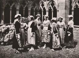 France - Costumes Bretons - Région Etel, Vannes Et Auray - Kostums