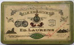 Boite Métal Cigarettes Egyptiennes Le Khedive Ed. Laurens - Cajas Para Tabaco (vacios)