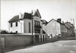 35 - SAINT-SAUVEUR-DES-LANDES - La Mairie Et La Place - Cpa - écrite  - - Francia