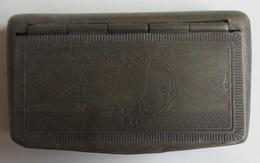 Ancienne Boite à Tabac à Chiquer Cuivre Où Laiton Env 7 X 3,8 Cm Poids Env 30 Gr - Cajas Para Tabaco (vacios)