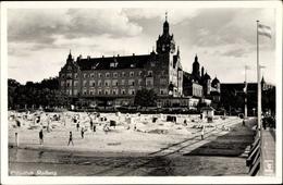 Cp Kołobrzeg Kolberg Pommern, Strandpartie, Seesteg, Klinke 10604 - Illustratoren & Fotografen