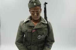 Vintage DRAGON IN DREAMS PARTS : GERMAN WAFFEN SS DAS REICH UNIFORM VEST COAT With Medals - Original - Scale 1/6 - DID - Action Man