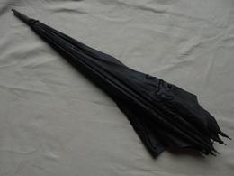 Ancien - Ombrelle Noire Tige En Bois (A Restaurer, Pas De Poignée) - Umbrellas, Parasols
