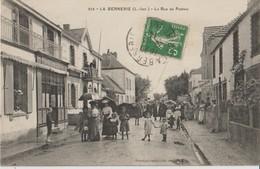 LA BERNERIE ( L. Inf. ) - La Rue De Pornic. Personnages. Horlogerie Bijouterie Réparation à Droite ( Carte Animée ). - La Bernerie-en-Retz