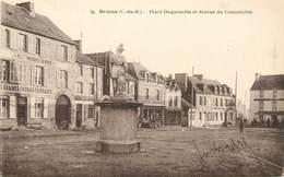 """CPA FRANCE 22 """"Broons , Place Duguesclin Et Statue Du Connétable"""" - Francia"""