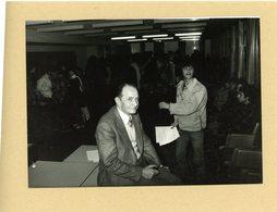 PHOTO PRESSE / JEAN DRY  Président De L'université  PARIS VI  Sequestrè Par Des étudiants  En 1980 - Personnes Identifiées