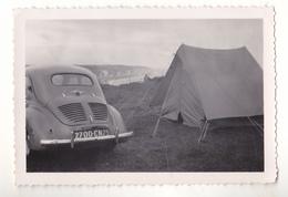 PHOTO  9 X 6 CAMPING SAUVAGE  VOITURE RENAULT  4 CV  A DIEPPE JUIN 1959  VOIR VERSO - Sin Clasificación