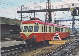 631 - Autorail X 2400 SNCF En Gare Du Mans (72) - - Trains