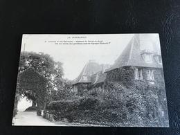 LA NORMANDIE - 3 - LISIEUX Et Ses Environs - Chateau Du BREUIL EN AUGE Du XVIe Siecle. Les Pavillons Sont De L'epoque... - Lisieux