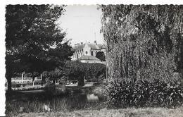 LAPALISSE - Un Coin Du Jardin Public - Le Kiosque Et Le Lac - Lapalisse