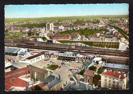 - I-K - VIERZON ( Cher)  Vue Aérienne De La Gare Et De La Place  ( Trains En Gare ) - Vierzon