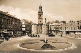 Vire -   Place  Du  6  Juin  Et  Porte - Horloge. - Vire