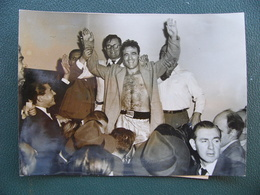 Photo Originale De Presse MARCEL CERDAN 1948 Champion Du Monde Contre Tony Zale Boxe Boxeur Boxing - Sports