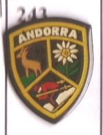 G243 Pin's Spain Espana Espagne Andorre Andorra Ski Chamois Fleur Edelweiss Achat Immédiat - Wintersport