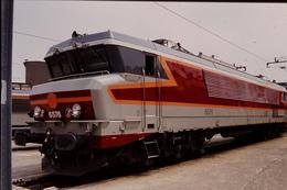 Photo Diapo Diapositive Slide Train Wagon Loco Locomotive Electrique SNCF CC 6576 à VSG Le 26/06/1996 VOIR ZOOM - Diapositives