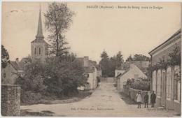BALLEE ( Mayenne ) - Entrée Du Bourg Route De Saulges. Enfants à Droite. - Francia