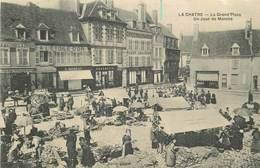 LA CHATRE-la Grand Place Un Jour De Marché - La Chatre