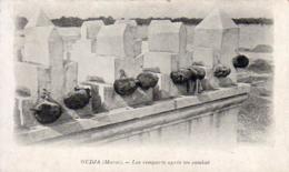 MAROC  OUDJA Les Remparts Après Un Combat  ............ OUJDA La Fameuse Porte Des Têtes - Autres