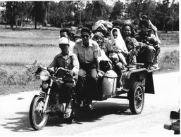 Photo Cambodge Taxi Sur La Route De L'aéroport De Pnom Penh Photo Vivant Univers - Orte