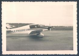 Lot De 27 Photos 69 Lyon Bron Aéroport Avion Le Progres Parking Douane 1958 Photo Originale 9 X 12.5 Cm - Aviation