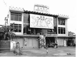 Photo Cambodge  Clubs De Prostitution Fréquentés Par Fonctionnaires ONU à Pnom Penh Photo Vivant Univers - Orte