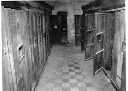 Photo Cambodge Pnom Penh Lycée Transformé En Prison De Haute Sécurité S21 Par Pol Pot Photo Vivant Univers - Places