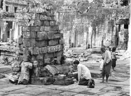 Photo Cambodge Offrandes à Angkor, Haut-lieu Religieux Photo Vivant Univers - Places
