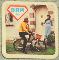 Sous-bock BAM Pils Moto Vélomoteur Homme Femme Brasserie Des Alliés Marchienne Bierdeckel Beermat Bierviltje (CX) - Beer Mats