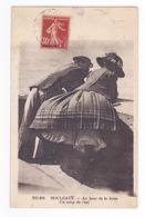 14 Houlgate N°494 Couple Au Bout De La Jetée Un Coup De Vent Dans La Jupe Montre Les Dessous De La Dame En 1938 - Houlgate