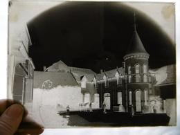 PRAUTHOY COUR INTERIEUR DU CHATEAU MARECHAL FERRANT PLAQUE DE VERRE PHOTOGRAPHE MERGER A HORTES 17.5 X 13 CM - Diapositiva Su Vetro