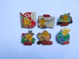 Belle Série De 6 Pin's Différents , Vico , Chips , Purée , Tir à L'arc , Vic Sur Aisne - Food
