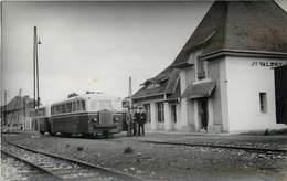 CHEMINS DE FER DE LA SOMME - Gare De Saint Valéry Ville, Autorail M2, Photo Format Carte Ancienne En 1949. - Bahnhöfe Mit Zügen