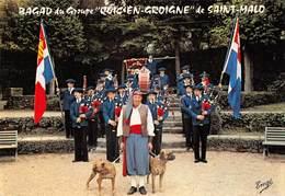 SAINT-MALO - Groupe Folklorique Quic-en-Groigne - Fanfare - Le Bagad - Chiennetier Avec Ses Dogues - Saint Malo