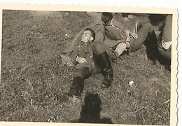 Orig Photo All WW2 :  REMIREMONT , Vosges ( 88 ) Soldats Au Repos, Campagne De France , 20 Juin 1940 - 1939-45