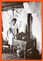 N° 2 1978 Intérieur De Ferme Femme Cuisine Fourneau 88 Vosges Vieux Métiers Aymard Exposition Photo Sapois Vagney - Bauern