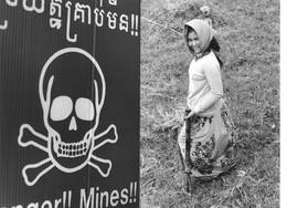 Photos (2 Attachées) Cambodge Lutte Contre Les Mines 'anti-personnel Photo Vivant Univers - Places