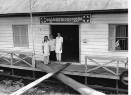 Photo Cambodge Dispensaire Flottant Région De Siem Réap, Construit Par Caritas   Photo Vivant Univers - Places