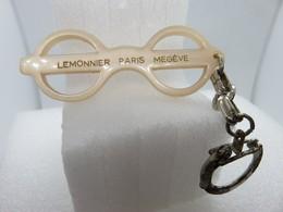 Porte-clefs - 580 - Lunettes Lemonnier - Paris - Megève - Paire De Lunettes - Porte-clefs