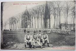 LE CHAMP DE MARS - UNE PAUSE - BERGUES - Bergues