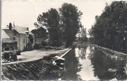 CPM Pont-Royal La Poste Et Le Canal - France