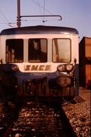 Photo Diapo Diapositive Slide Train Wagon Remorque Autorail SNCF De 2ème Classe De Face à Dijon Le 14/01/1992 VOIR ZOOM - Diapositives
