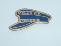 Pin's LA POSTE DE MELUN, CASQUETTE DE LA RECETTE PRINCIPALE - Poste