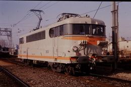 Photo Diapo Diapositive Train Wagon Loco Locomotive Electrique SNCF 9604 Avignon Le 15/01/1992 VOIR ZOOM - Diapositives