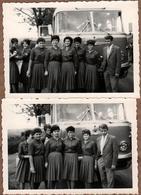 3 Photos Originales Portrait Des Jeunes Pin-Up Des FDJ Freie Deutsche Jugend En Uniformes Posant Devant Leur Autocar - Pin-Ups