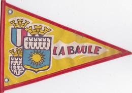 Ancien Fanion Tissu LA BAULE Blason  / Plage  - RV - - Obj. 'Souvenir De'