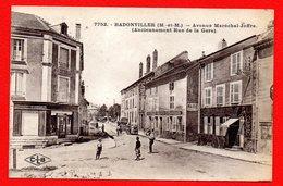 54. Badonviller. Avenue Du Maréchal Joffre. V. Chevalier, Ferblantier. Café Des Vosges. Ecurie. Coiffeur-parfumeur. - France