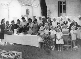 Photo Gallia VICHY (03) - Goûter De Jeunes Filles Chez Les Soeurs - Années 1940 - Pas Carte Postale - - Vichy