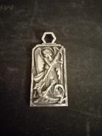 Médaille Ange Terrassant Le Dragons - Bijoux & Horlogerie