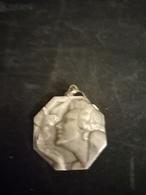Médaille Femme à La Colombe Signé RAY PELLETIER - Autres